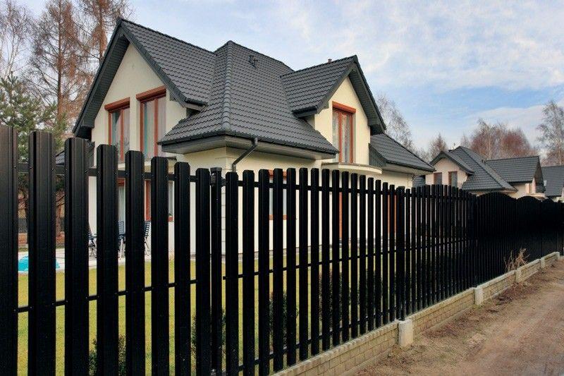 Забор из металлического штакетника от 5000 рублей метр погонный