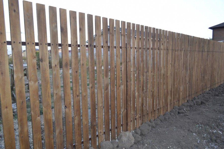 Забор из деревянного штакетника (цена по запросу)